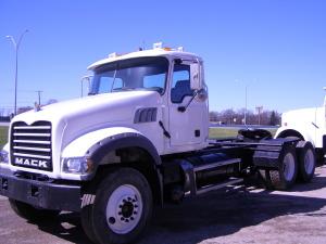 2011 MACK CU713