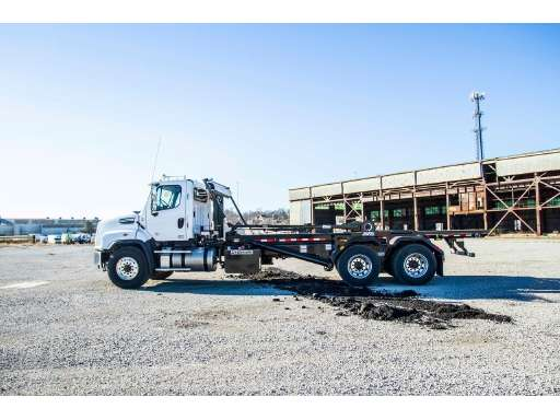 2020 FREIGHTLINER 114 SD Roll Off Truck