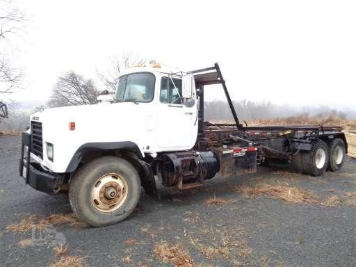 2004 Mack RD688S Roll Off Truck